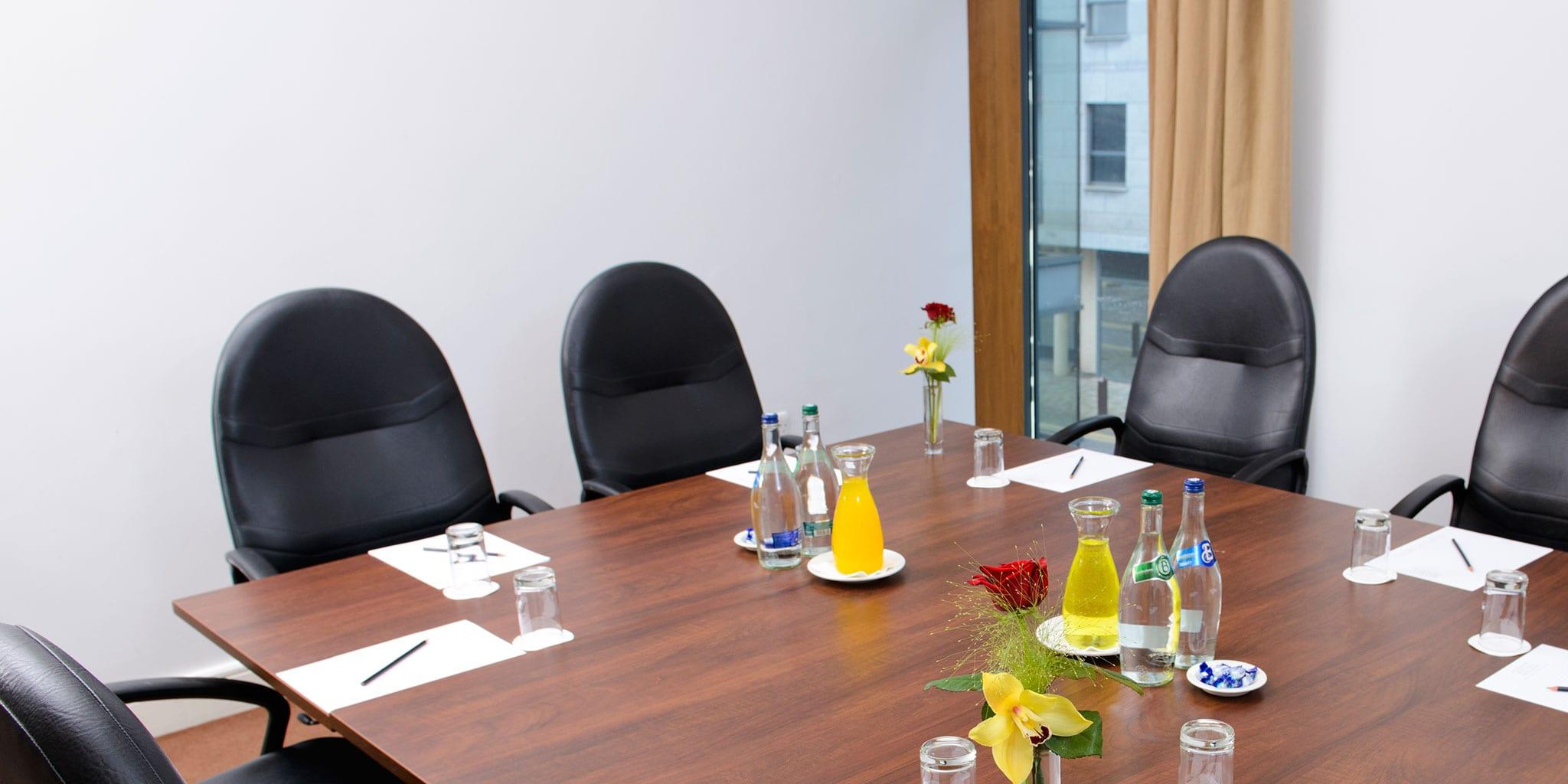 Boardroom-Meeting-in-Clayton-Hotel-Limerick-Phoenix-meeting-room